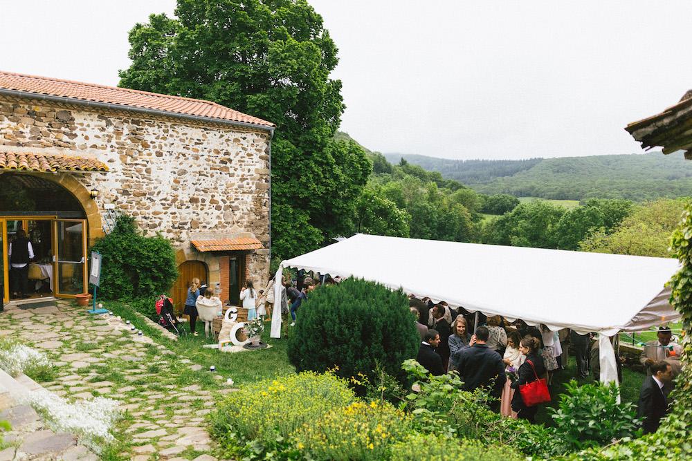 un-mariage-colore-en-combi-vw-a-salledes-rose-fushia-photographie443