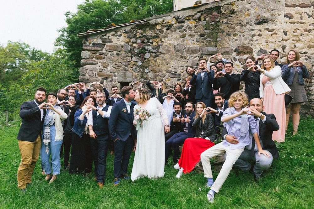 un-mariage-colore-en-combi-vw-a-salledes-rose-fushia-photographie453