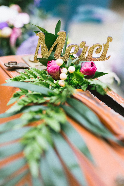 un-mariage-colore-en-combi-vw-a-salledes-rose-fushia-photographie462