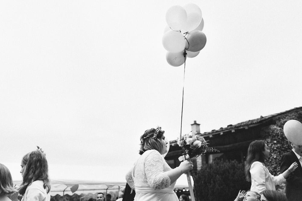 un-mariage-colore-en-combi-vw-a-salledes-rose-fushia-photographie500