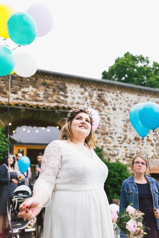 un-mariage-colore-en-combi-vw-a-salledes-rose-fushia-photographie503