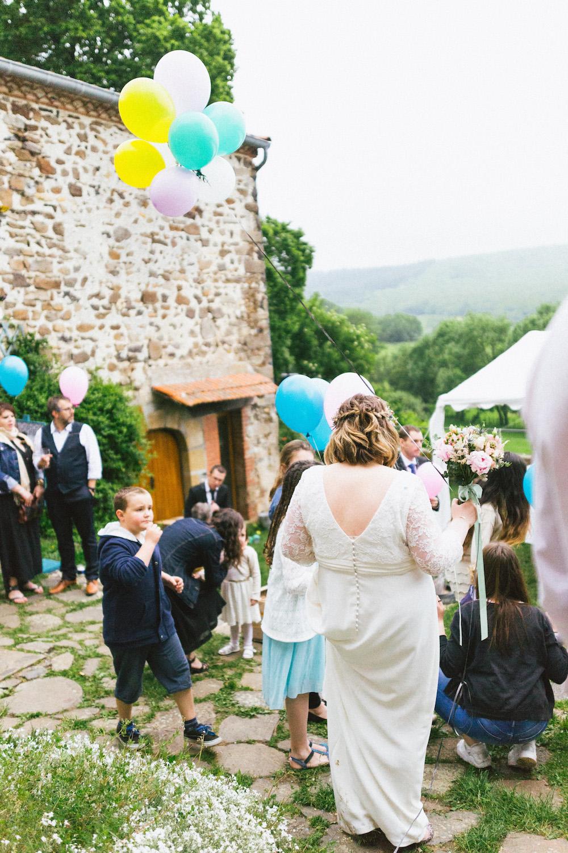 un-mariage-colore-en-combi-vw-a-salledes-rose-fushia-photographie505