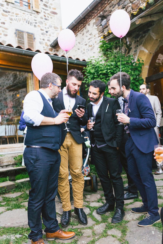 un-mariage-colore-en-combi-vw-a-salledes-rose-fushia-photographie510