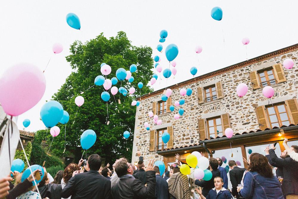 un-mariage-colore-en-combi-vw-a-salledes-rose-fushia-photographie518