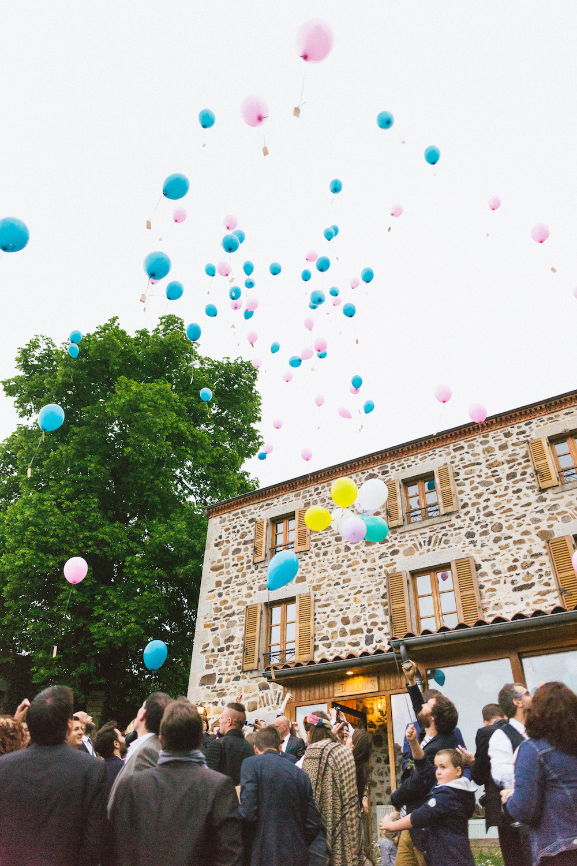 un-mariage-colore-en-combi-vw-a-salledes-rose-fushia-photographie519