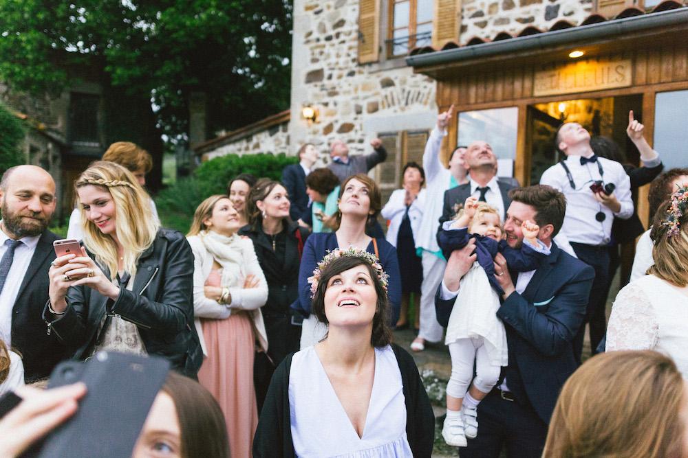 un-mariage-colore-en-combi-vw-a-salledes-rose-fushia-photographie522