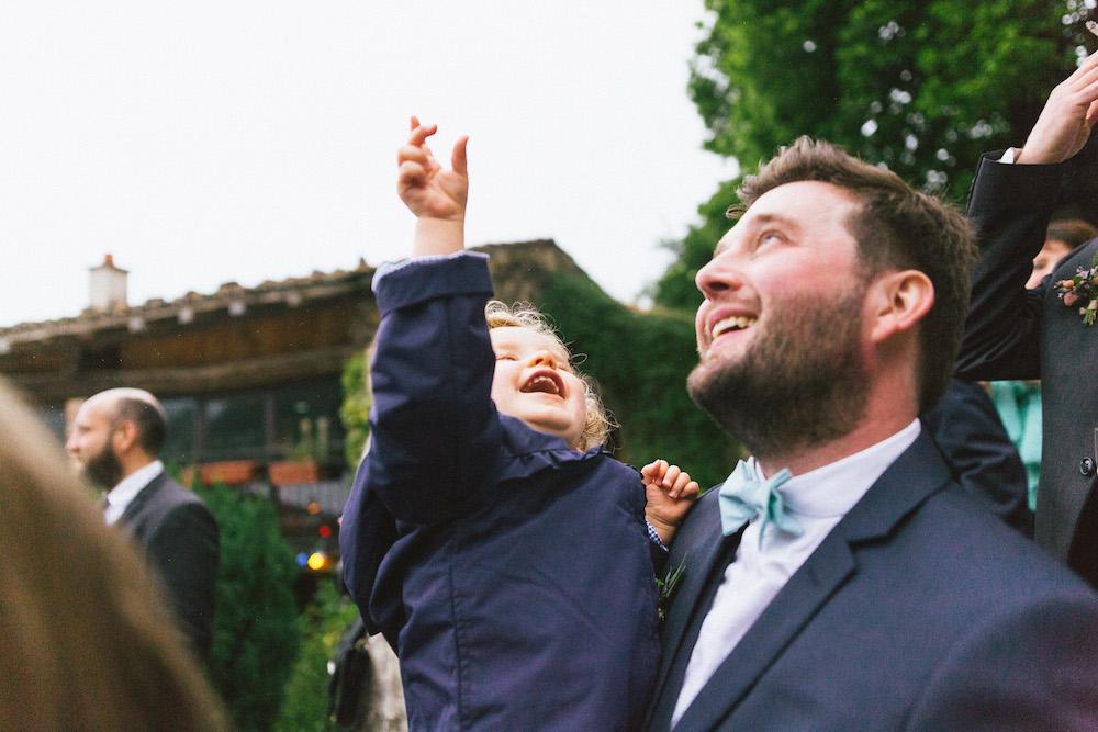 un-mariage-colore-en-combi-vw-a-salledes-rose-fushia-photographie527