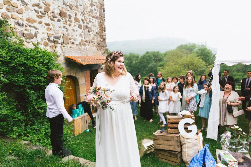 un-mariage-colore-en-combi-vw-a-salledes-rose-fushia-photographie530