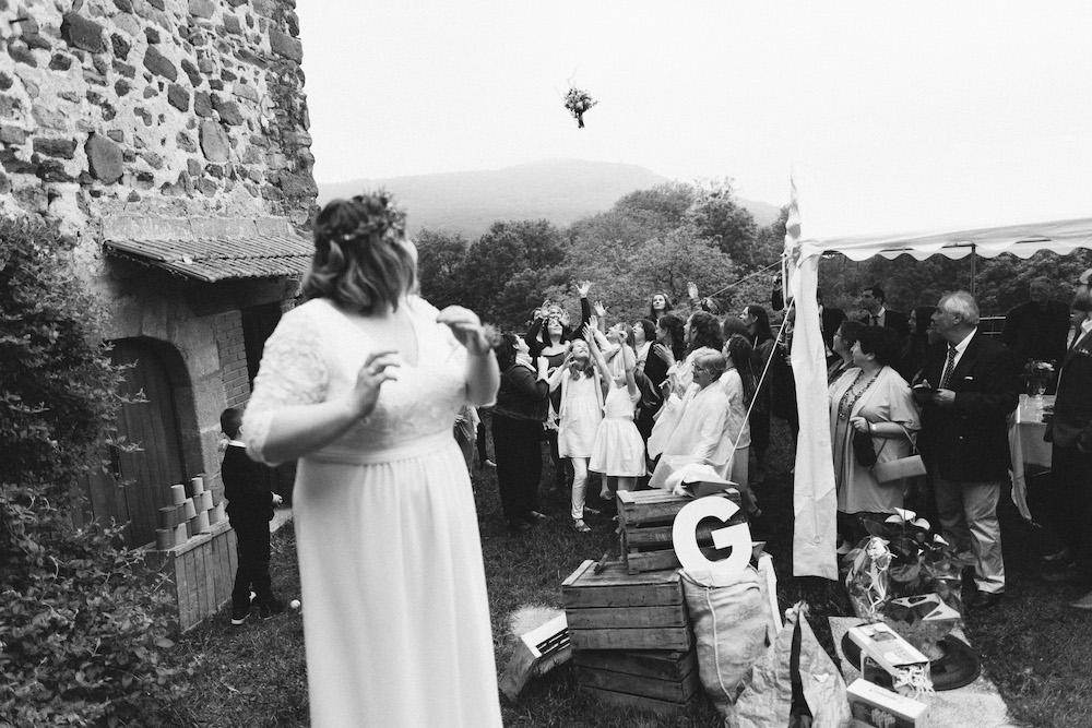 un-mariage-colore-en-combi-vw-a-salledes-rose-fushia-photographie535