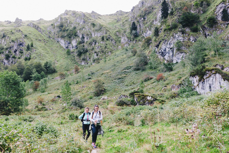 randonnee-au-lac-d-ayes-pyrenees-ariegeoises-rose-fushia-photographie019