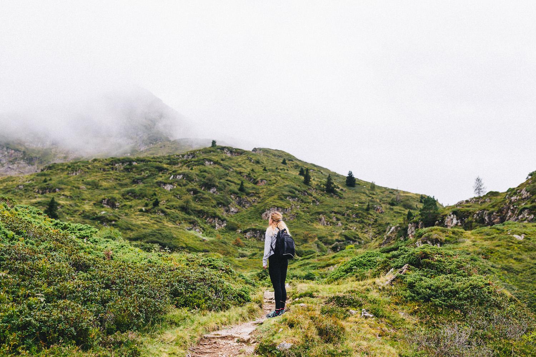 randonnee-au-lac-d-ayes-pyrenees-ariegeoises-rose-fushia-photographie046