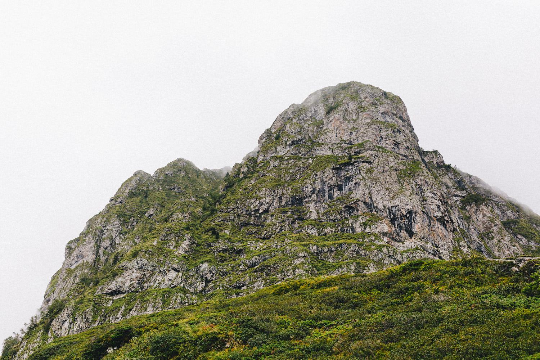 randonnee-au-lac-d-ayes-pyrenees-ariegeoises-rose-fushia-photographie047