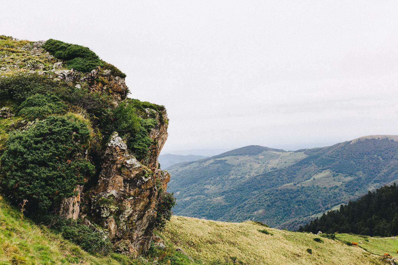 randonnee-au-lac-d-ayes-pyrenees-ariegeoises-rose-fushia-photographie064