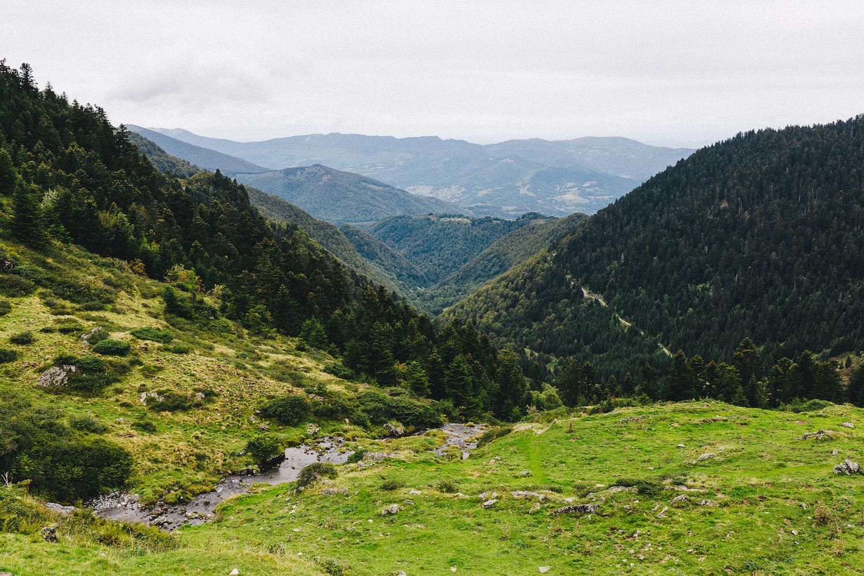 randonnee-au-lac-d-ayes-pyrenees-ariegeoises-rose-fushia-photographie078