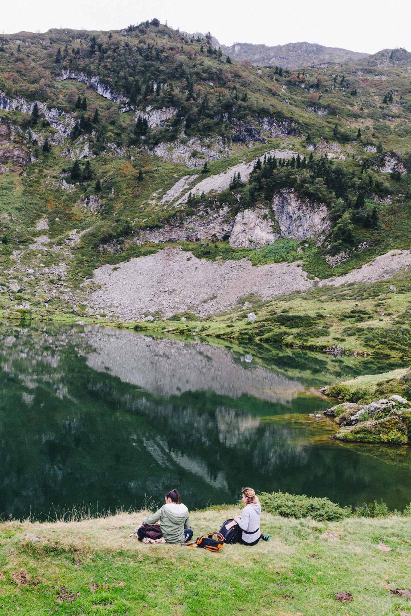 randonnee-au-lac-d-ayes-pyrenees-ariegeoises-rose-fushia-photographie093