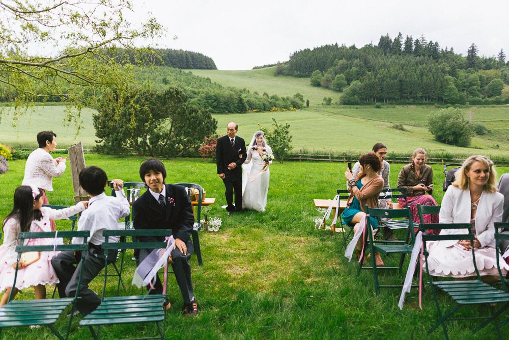 mariage-intime-franco-japonais-yoori-et-nico-beaujolais-rose-fushia-photographie020