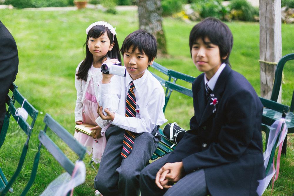mariage-intime-franco-japonais-yoori-et-nico-beaujolais-rose-fushia-photographie031
