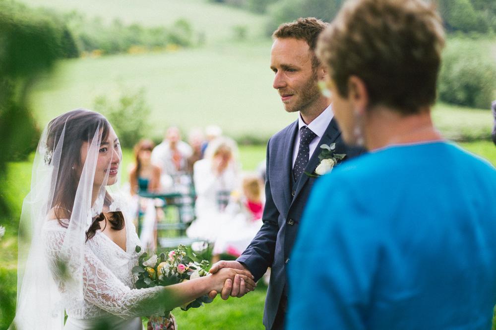 mariage-intime-franco-japonais-yoori-et-nico-beaujolais-rose-fushia-photographie047