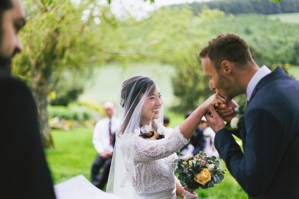mariage-intime-franco-japonais-yoori-et-nico-beaujolais-rose-fushia-photographie052