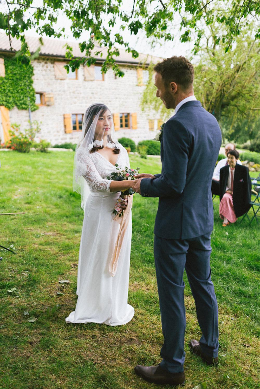 mariage-intime-franco-japonais-yoori-et-nico-beaujolais-rose-fushia-photographie059