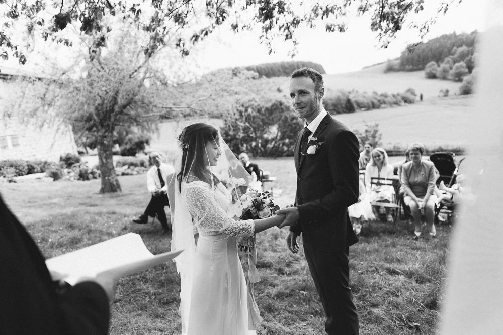 mariage-intime-franco-japonais-yoori-et-nico-beaujolais-rose-fushia-photographie064