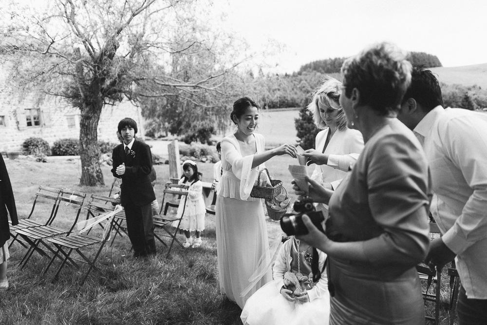 mariage-intime-franco-japonais-yoori-et-nico-beaujolais-rose-fushia-photographie073