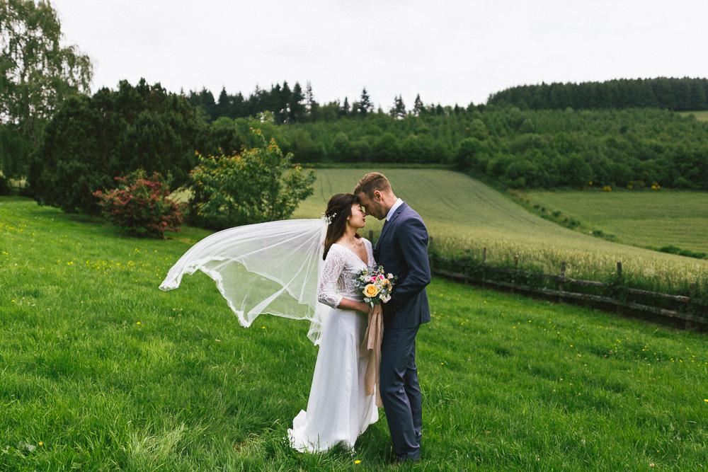 mariage-intime-franco-japonais-yoori-et-nico-beaujolais-rose-fushia-photographie099