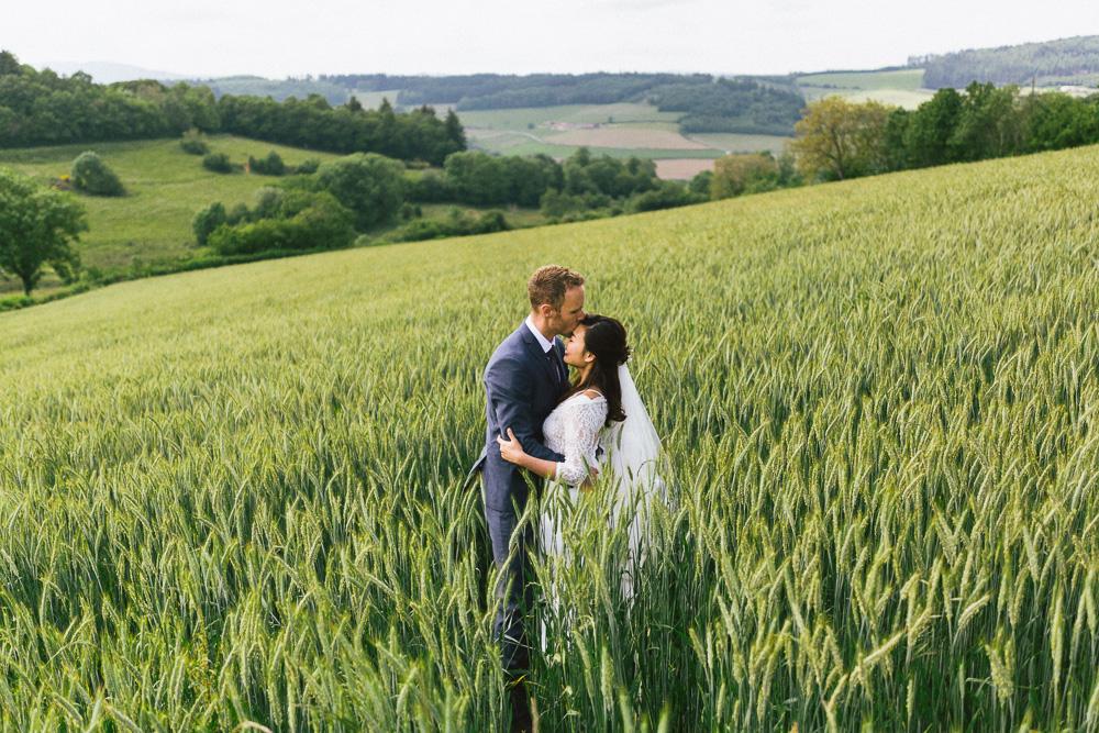 mariage-intime-franco-japonais-yoori-et-nico-beaujolais-rose-fushia-photographie102