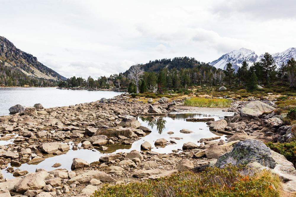 rando-lacs-de-neouvielle-hautes-pyrenees-rose-fushia-photographie-100