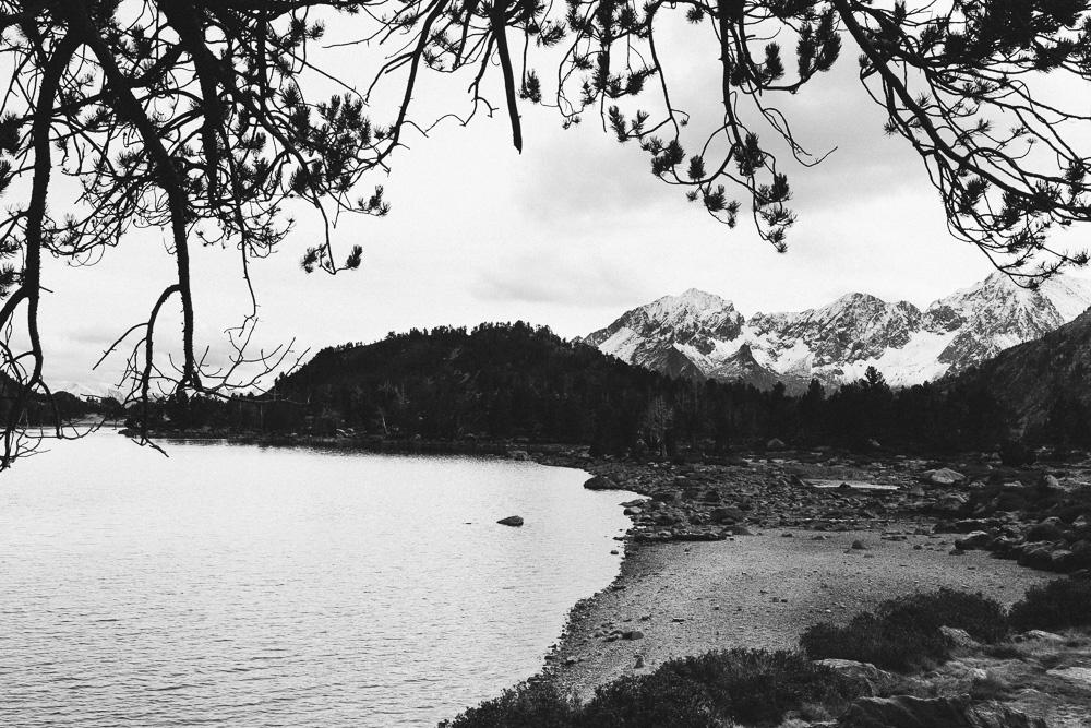 rando-lacs-de-neouvielle-hautes-pyrenees-rose-fushia-photographie-106