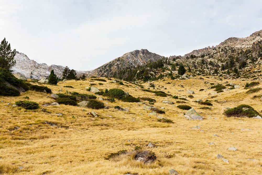 rando-lacs-de-neouvielle-hautes-pyrenees-rose-fushia-photographie-109