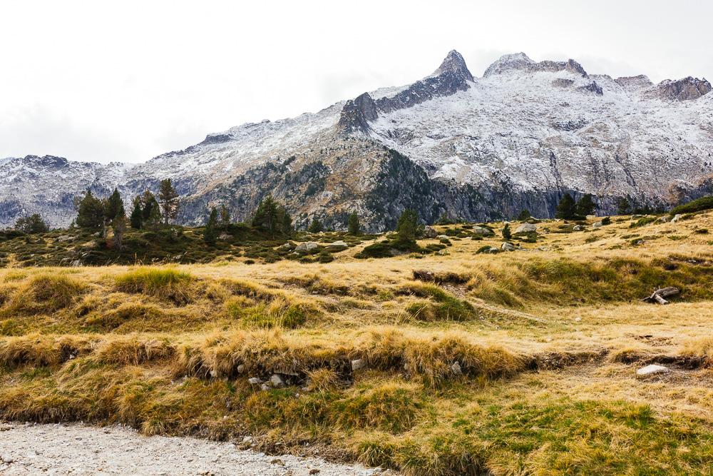 rando-lacs-de-neouvielle-hautes-pyrenees-rose-fushia-photographie-120