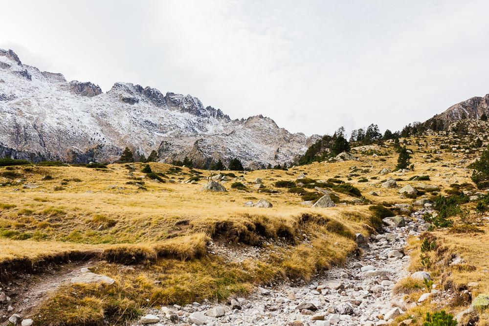 rando-lacs-de-neouvielle-hautes-pyrenees-rose-fushia-photographie-122