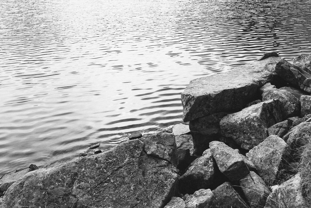 rando-lacs-de-neouvielle-hautes-pyrenees-rose-fushia-photographie-129