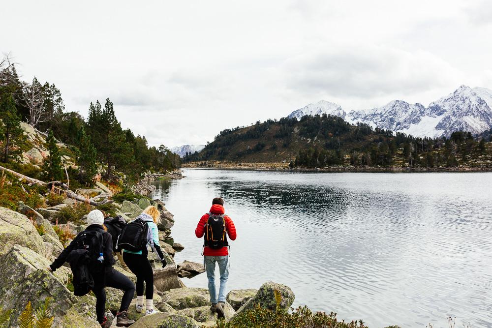 rando-lacs-de-neouvielle-hautes-pyrenees-rose-fushia-photographie-130