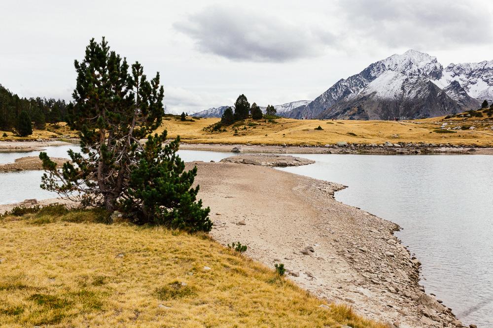 rando-lacs-de-neouvielle-hautes-pyrenees-rose-fushia-photographie-137