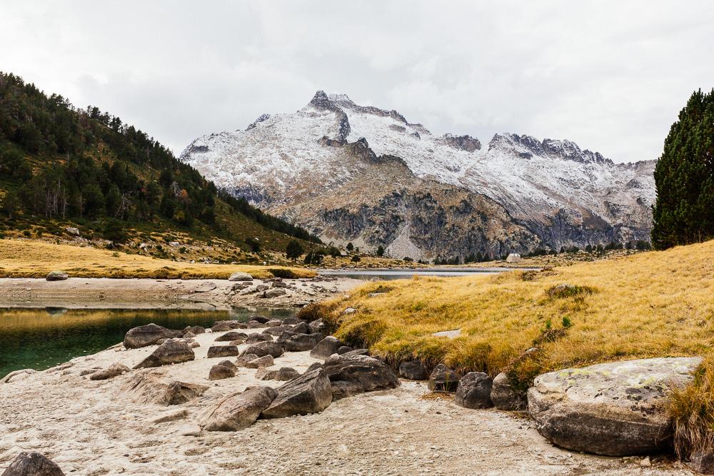 rando-lacs-de-neouvielle-hautes-pyrenees-rose-fushia-photographie-138