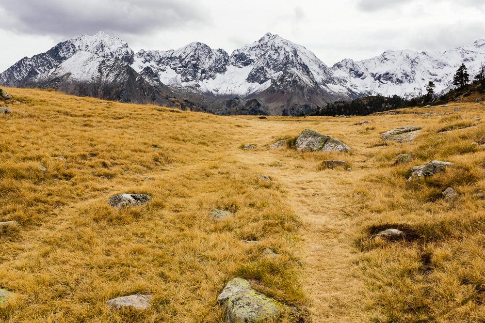 rando-lacs-de-neouvielle-hautes-pyrenees-rose-fushia-photographie-149