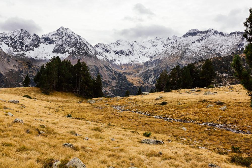 rando-lacs-de-neouvielle-hautes-pyrenees-rose-fushia-photographie-154