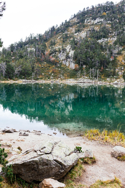 rando-lacs-de-neouvielle-hautes-pyrenees-rose-fushia-photographie-37