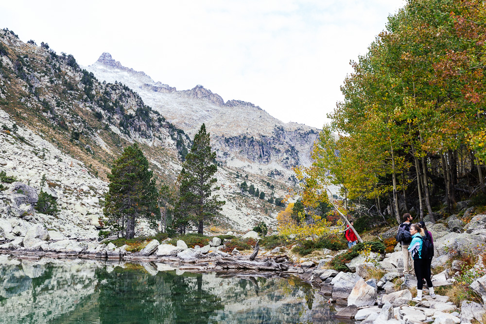 rando-lacs-de-neouvielle-hautes-pyrenees-rose-fushia-photographie-52