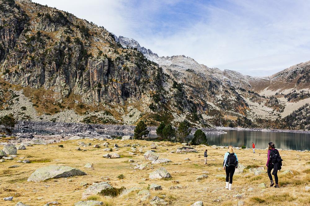 rando-lacs-de-neouvielle-hautes-pyrenees-rose-fushia-photographie-63