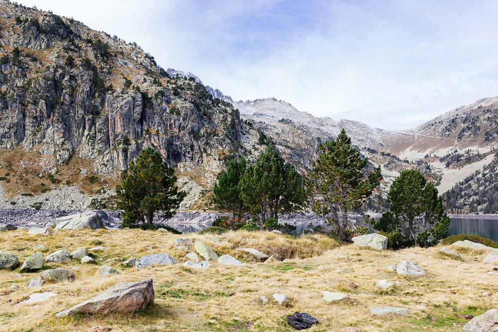 rando-lacs-de-neouvielle-hautes-pyrenees-rose-fushia-photographie-64