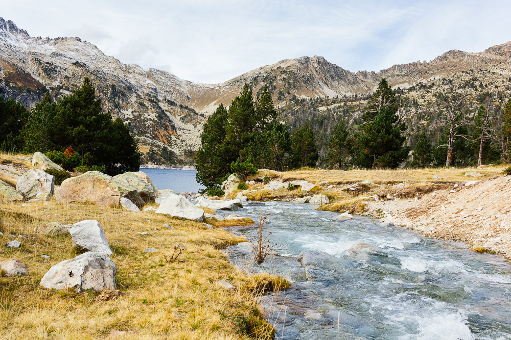 rando-lacs-de-neouvielle-hautes-pyrenees-rose-fushia-photographie-81