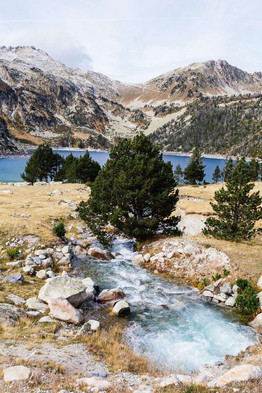 rando-lacs-de-neouvielle-hautes-pyrenees-rose-fushia-photographie-87