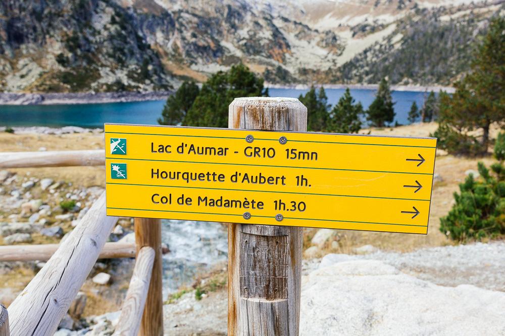 rando-lacs-de-neouvielle-hautes-pyrenees-rose-fushia-photographie-88