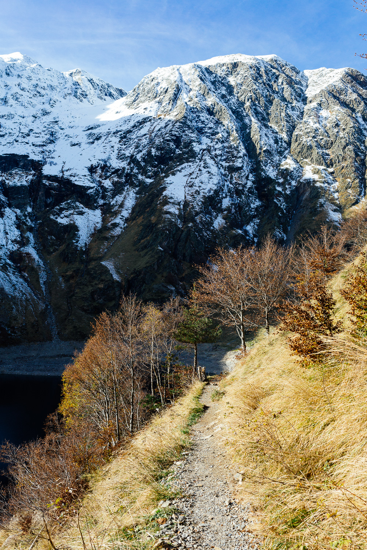 rando-pyrenees-lac-d-oo-lac-d-espingo-rose-fushia-photographie-25