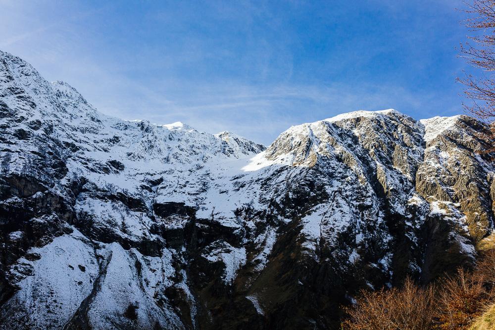rando-pyrenees-lac-d-oo-lac-d-espingo-rose-fushia-photographie-26