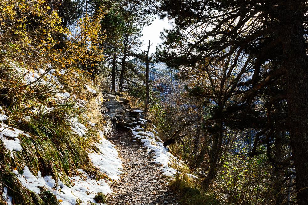 rando-pyrenees-lac-d-oo-lac-d-espingo-rose-fushia-photographie-30