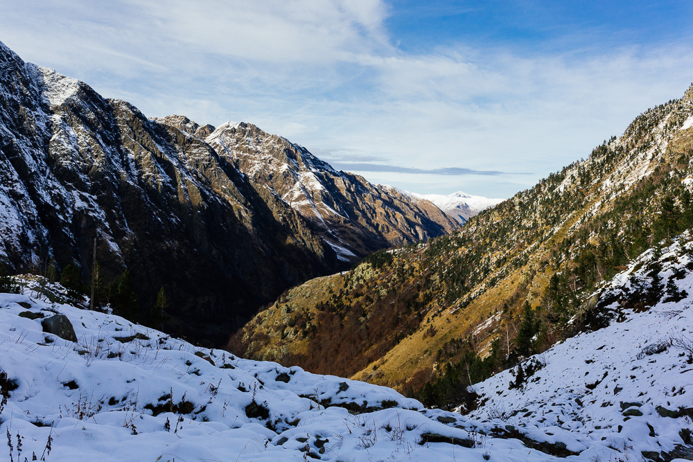 rando-pyrenees-lac-d-oo-lac-d-espingo-rose-fushia-photographie-39